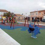 Equipamiento deportivo y urbano, parques infantiles.